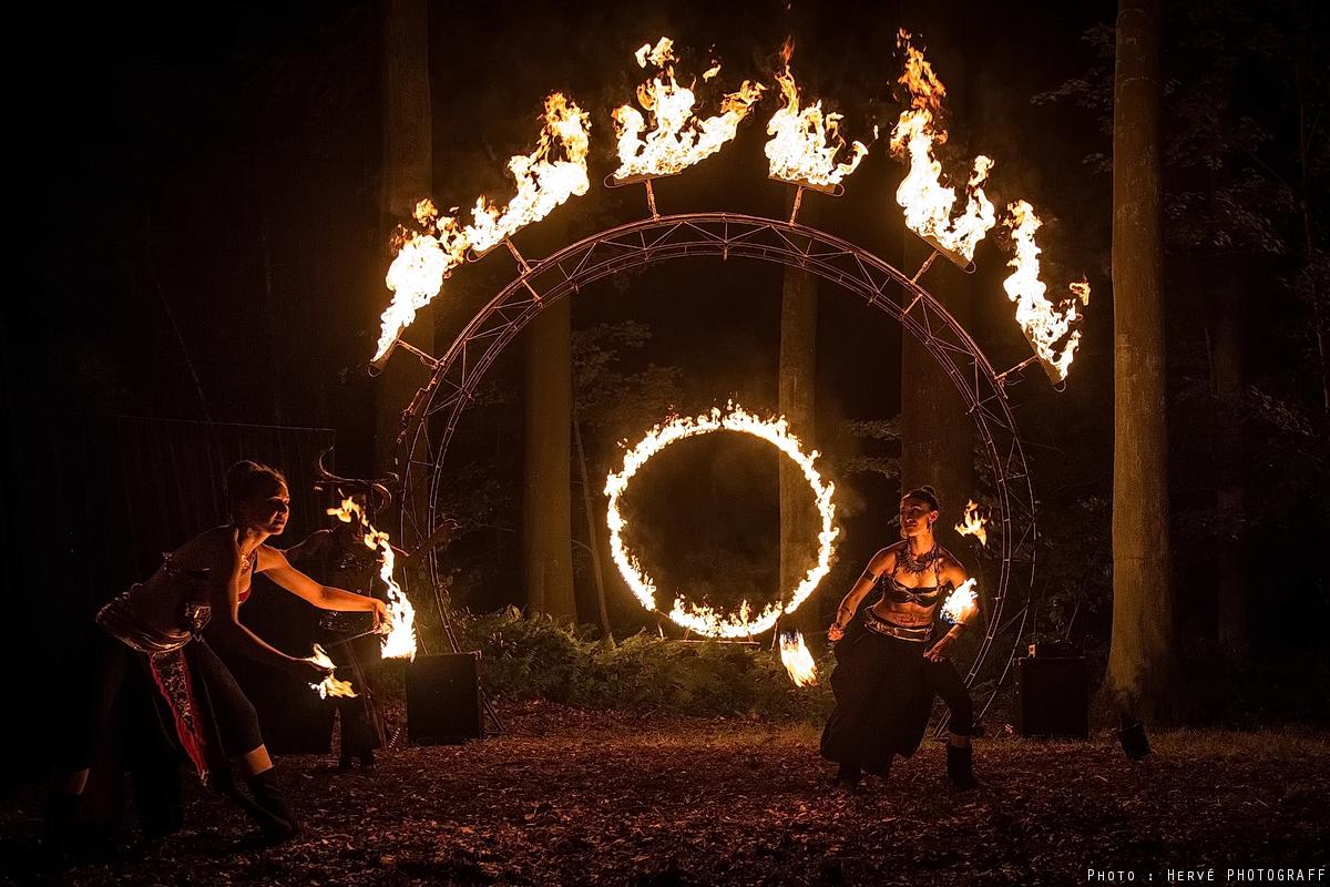 """WARMER Festival 2016 ( http://www.warmerfest.be ) Spectacle par la cie """"lucioles"""" http://luciolesonstage.com/ https://www.facebook.com/LuciolesEnScene/ Photo: Hervé PHOTOGRAFF #warmerfestival #lucioles #spectacle #fire #feu #cielucioles #belgique #2016 #musique#absl #artetculturesnumériques #hervephotograff"""