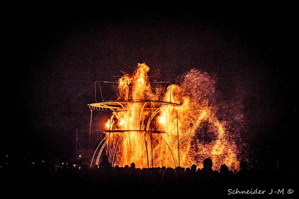showflamme_lara_castiglioni_symphonie_du_feu_fire_spectacle_street_art_event_2